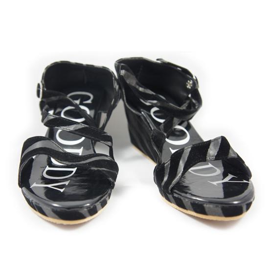 รองเท้าแฟชั่น ส้นเตารีด สีดำลายพราง Size 39